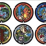 Confira imagens de uma exposição de tampas de bueiros Pokémon